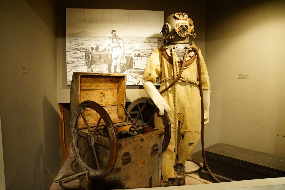 Diving suit in Columbia River Maritime Museum