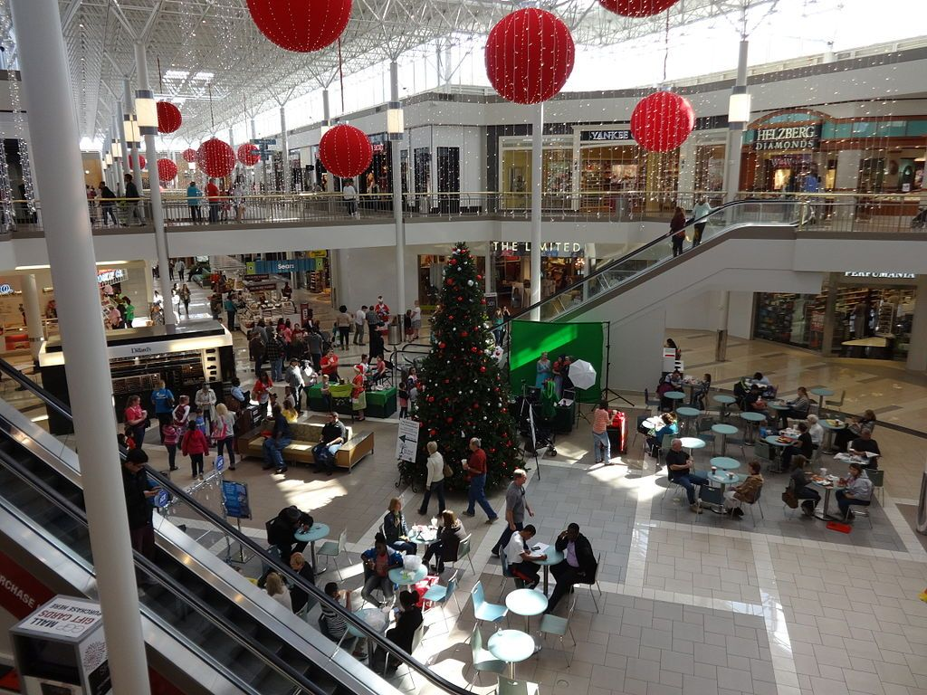 Christmas decoration at Governor's Square Mall