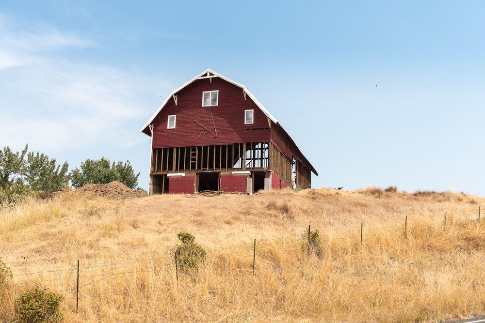 Barn on wheat  fields in Walla Walla