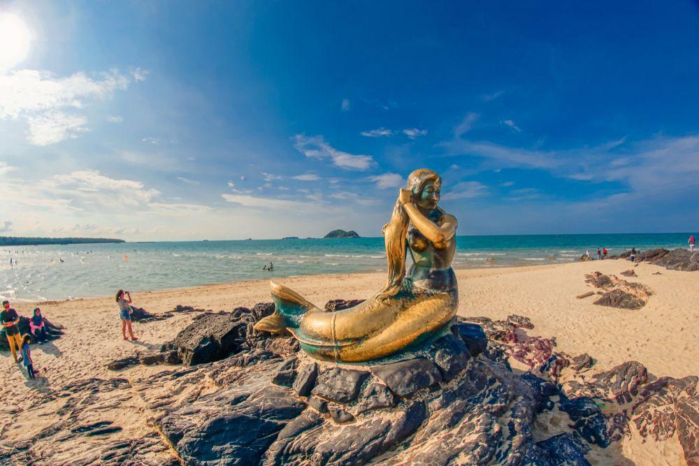 Golden Mermaid at Samila Beach
