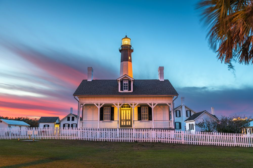 pink and blue sky tybee lighthouse