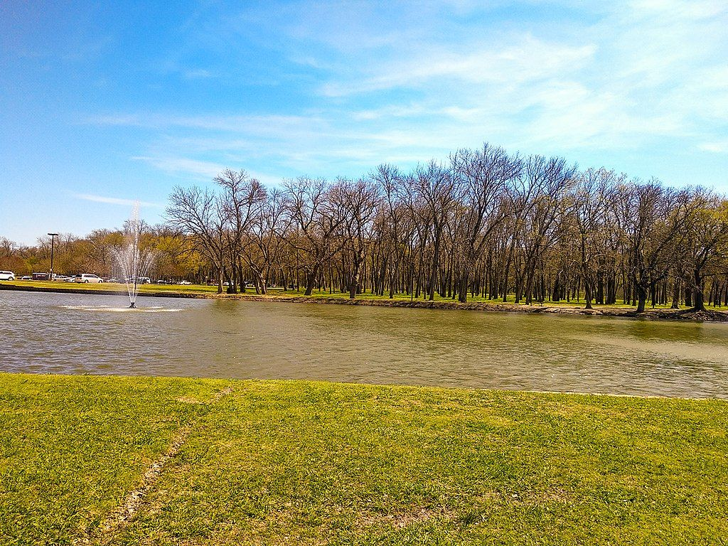 The water view in Towne Lake Park at Overland Park