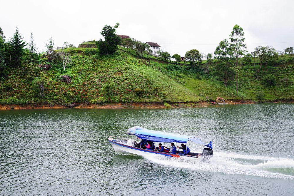 Boat rides in Guatape