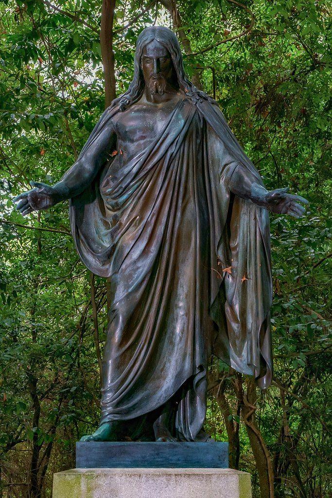 Statue of Jesus at Oakwood Cemetery
