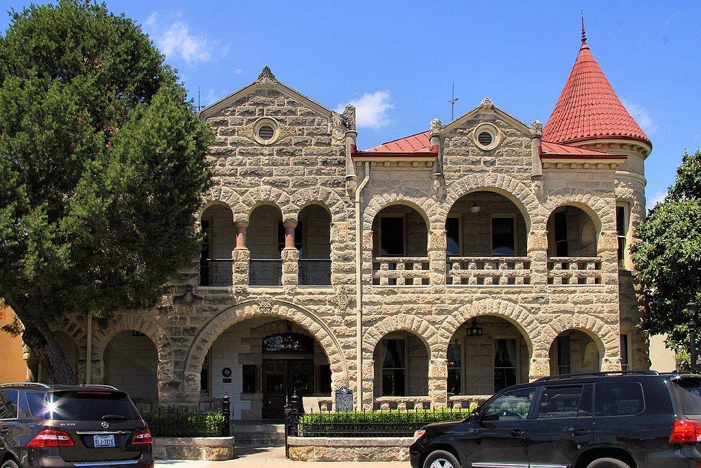 Schreiner Mansion