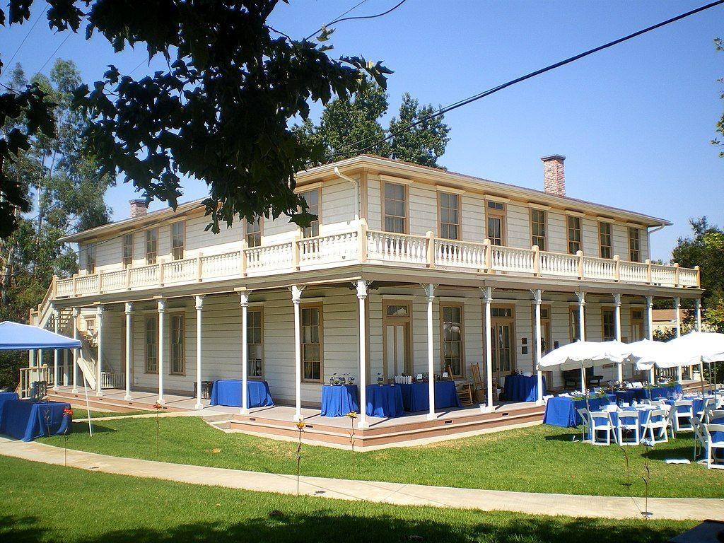 Outside view of Stagecoach Inn Museum