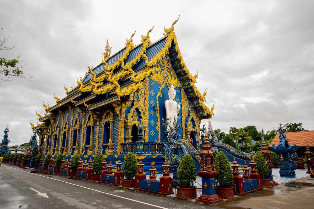 Outside view of Wat Rong Suea Ten