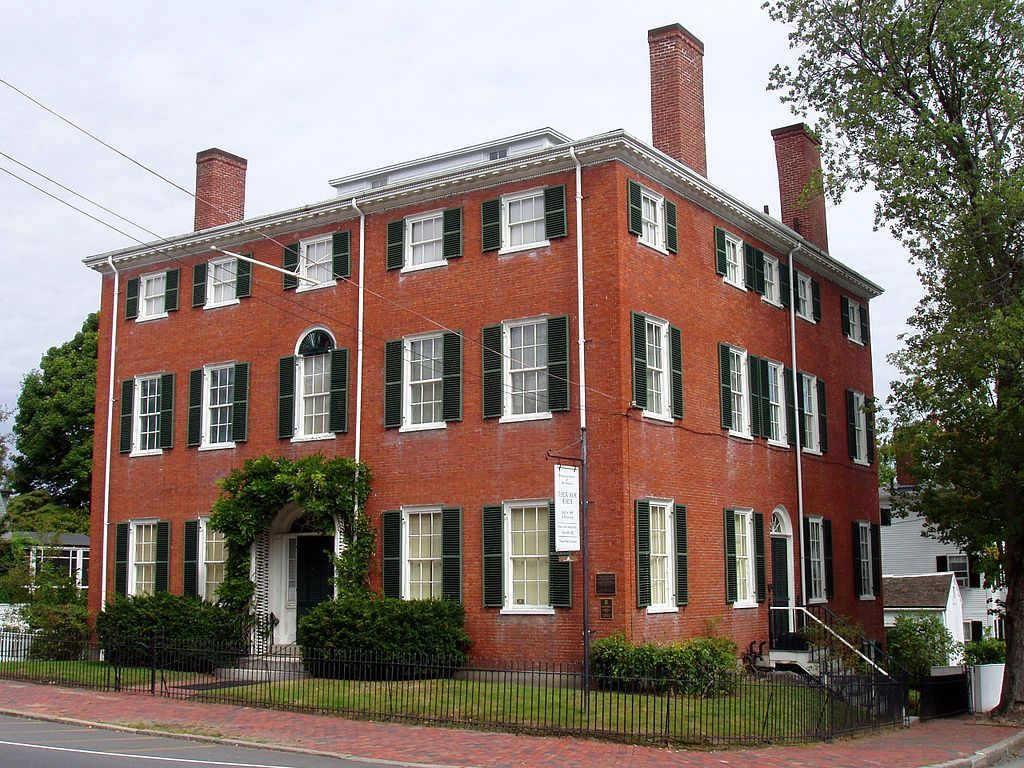 Outside view of Cushing House Museum & Garden