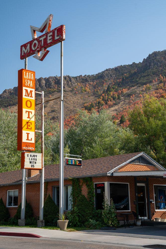 Lava Spa motel in Downtown