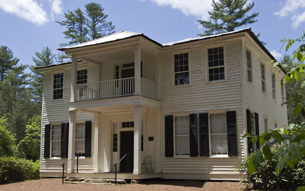 Front view of Zachary-Tolbert House