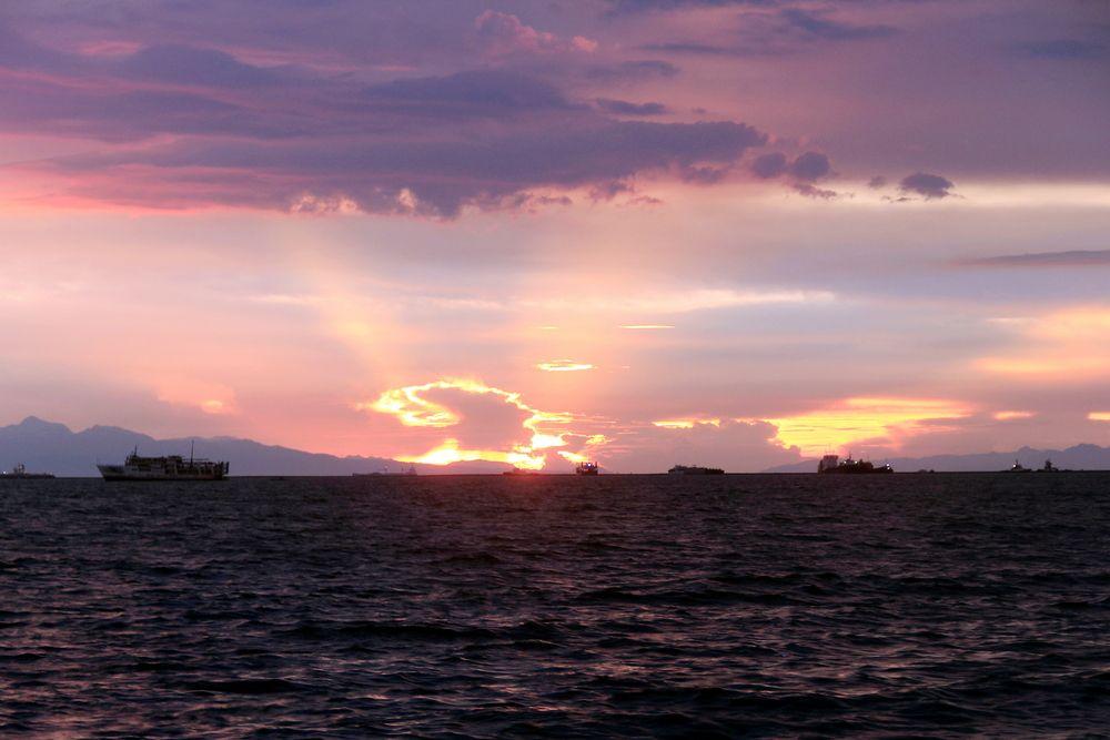 Sunset at Manila Baywalk