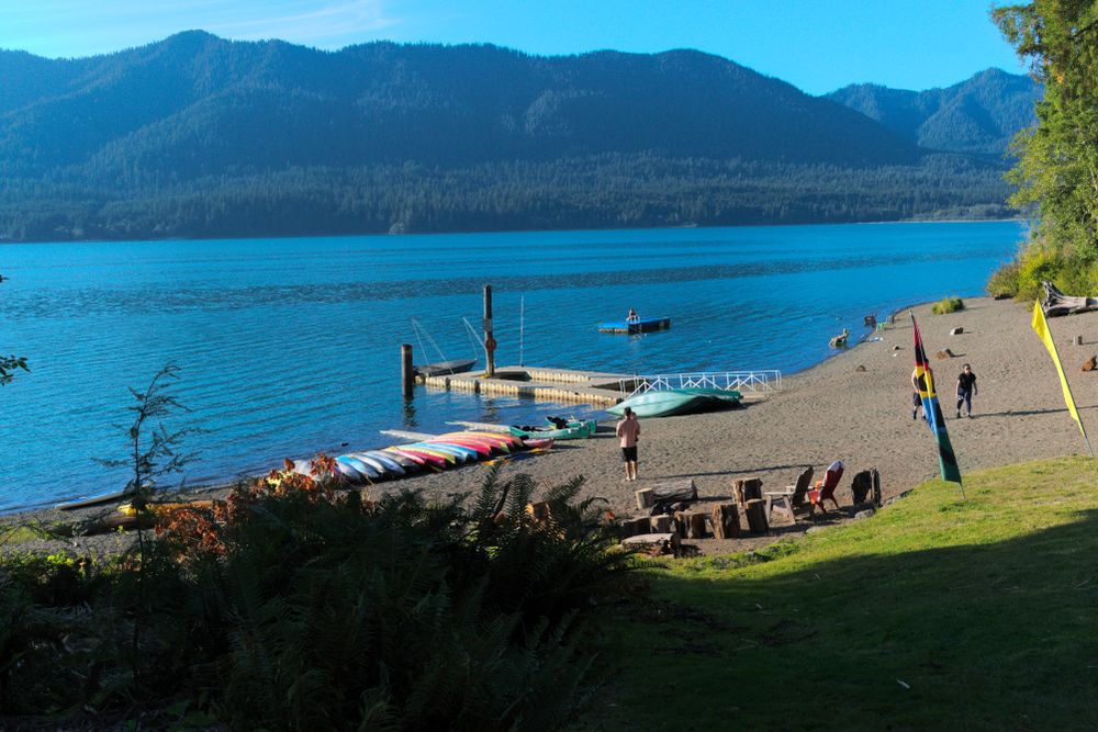 Beach in front Lake Quinault at Olympic National Forest