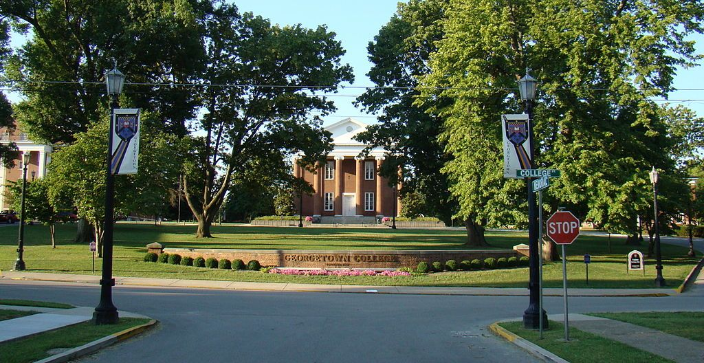 Giddings Hall at Georgetown College