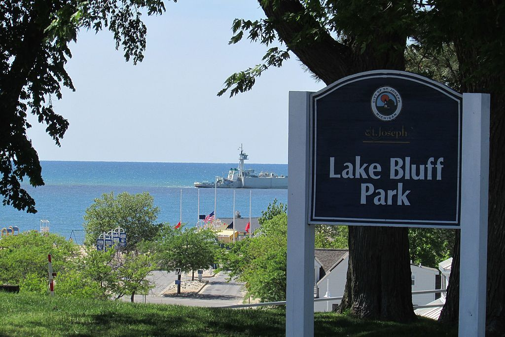 View of Lake Bluff Park