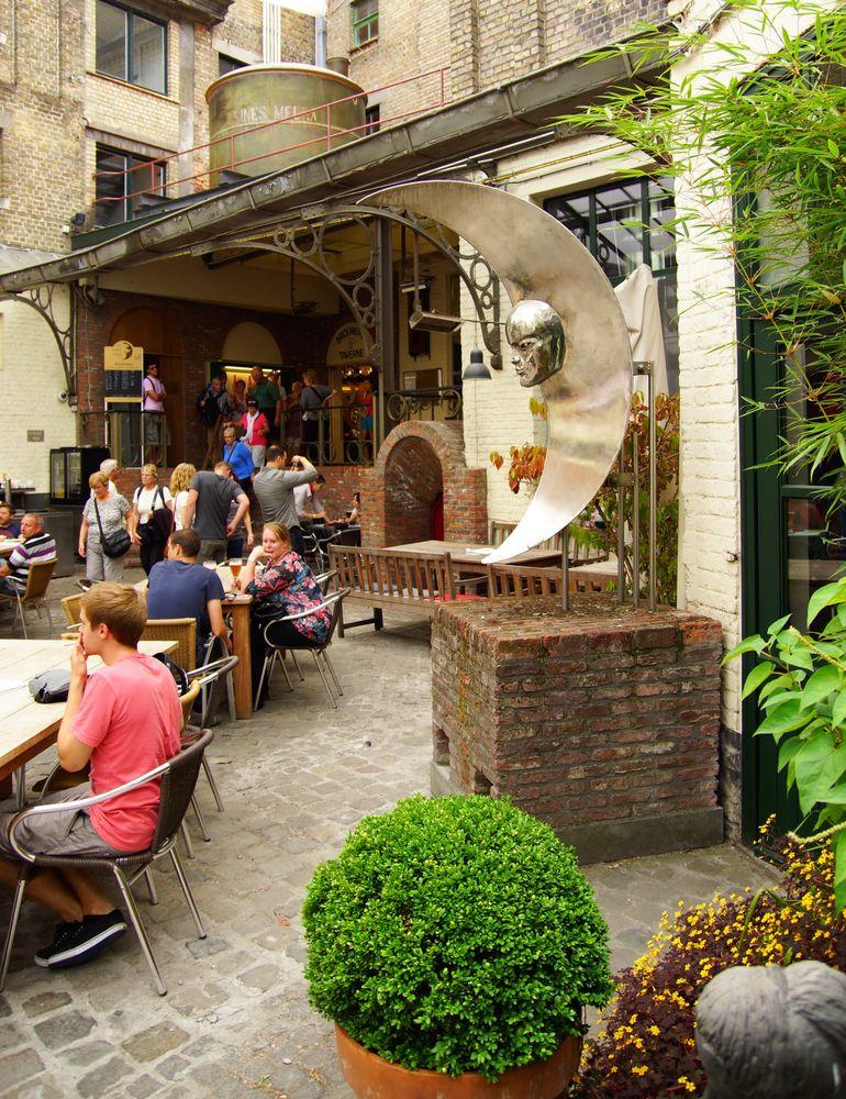 Courtyard in De Halve Maan