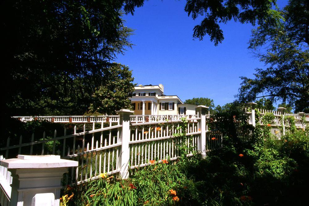 View of Oatlands Historic House & Garden