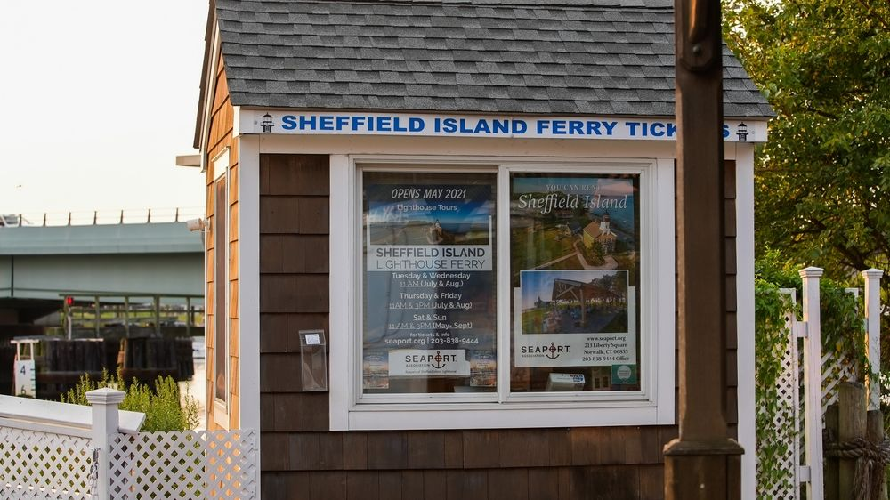 Ticket Booth fer Sheffield Island lighthouse ferry